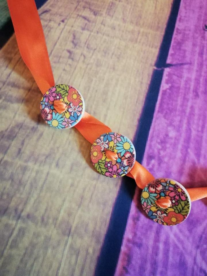 flower button ribbon necklace